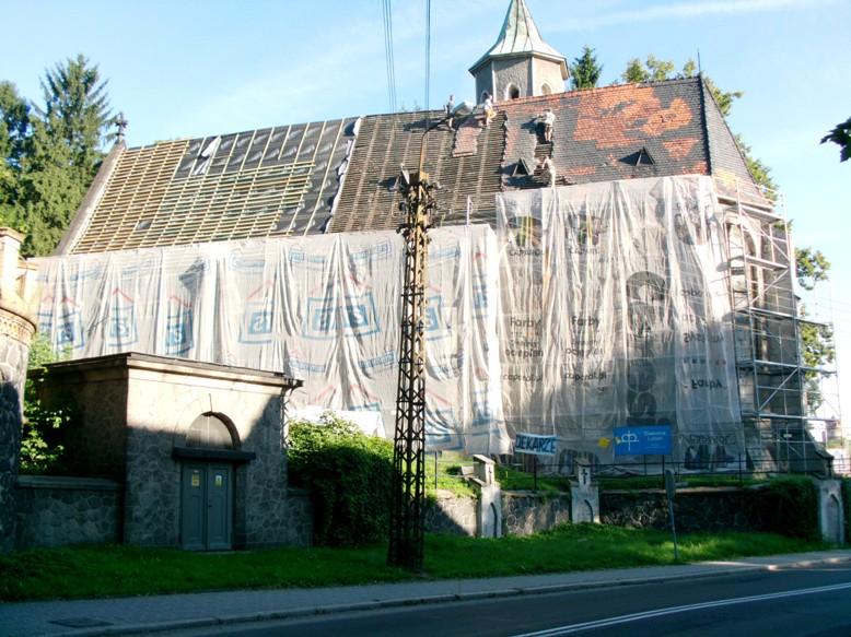Remont dachu kościoła ewangelickiego Marii Panny w Lubaniu