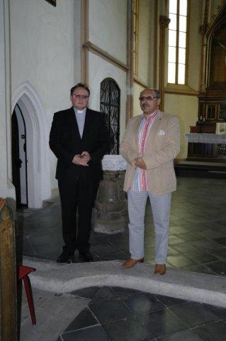 Ks. dr Adrian Korczago i ks. Cezary Królewicz rozpoczynają sesję Instytutu Pastoralnego w Lubaniu w kościele ewangelickim